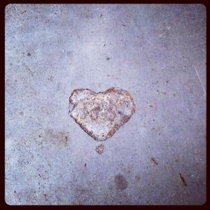 L'amore ti trova anche se tieni lo sguardo basso